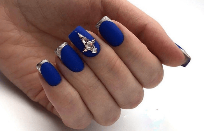 дизайн ногтей с камнями